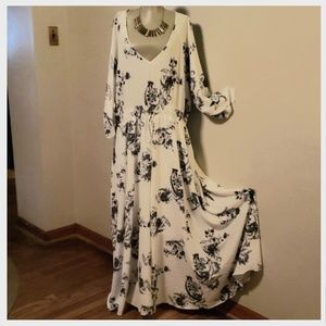 ⭐City Chic long flared floral maxi dress. Sz 20/22